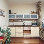Кухонный гарнитур со стеклянными верхними шкафами, Новосибирск