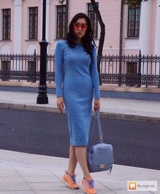 Платье по фигуре чуть ниже колен