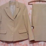 Продам костюм брючный женский светлый р-р 44-46 рост 165-167, Новосибирск