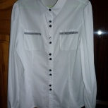 Продам две шикарные блузки DELORAS для школы на  девочку рост 152-158, Новосибирск