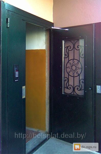 на входной двери в подъезд