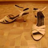 продам женские беленькие басоножки 39размер кожа как новые, Новосибирск