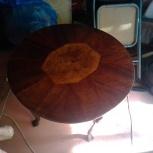продам круглый столик с инкрустированной столешницей, Новосибирск