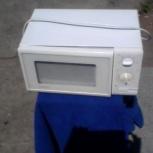 Продам микроволновую печь чистая как новая всё работает, Новосибирск