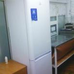Продам двухкамерный холодильник  Indesit  (б.у), Новосибирск