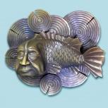 Настенная скульптура рыбы с человеческой головой на подложке.м., Новосибирск
