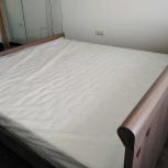 кровать с тумбочками и  матрас в упаковке, Новосибирск
