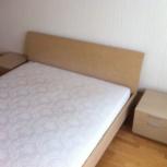 Продам 2-х спальную кровать и 2 прикроватные тумбочки, Новосибирск