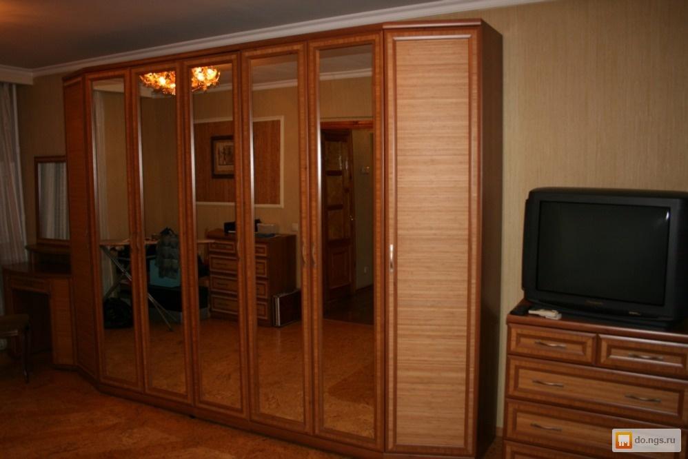 """Продам шкаф фабрики """"лазурит"""", орех-карбон, бамбук, зеркало ."""