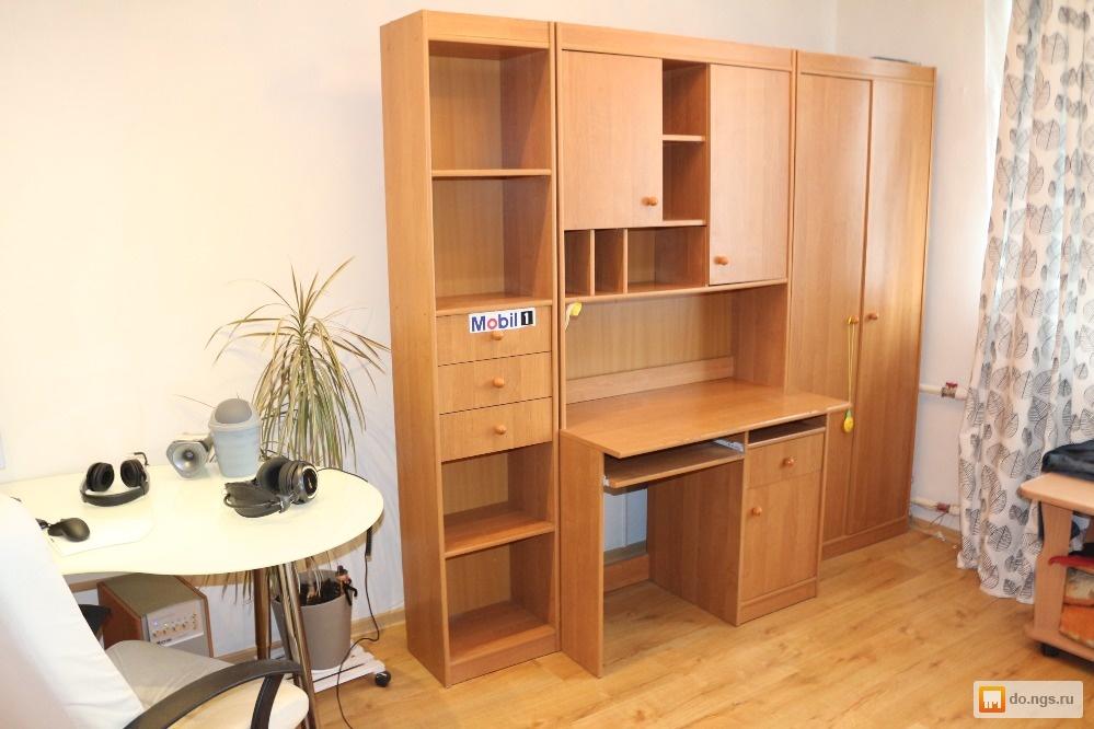 Стенка со шкафом, комп. столиком и множеством поло б/у, фото.
